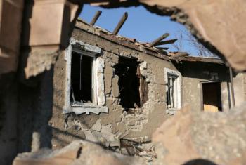 Casas destruídas devido a bombardeamentos na Ucrânia. Foto: Irin/Daniel Gerstle