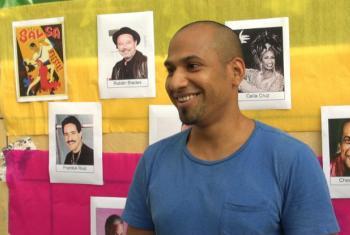 O venezuelano Ender Molina ensina espanhol. Foto: UNIC Rio.