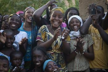Conselho da UE considera investimento em jovens uma prioridade. Foto: ONU/Marco Dormino (arquivo)