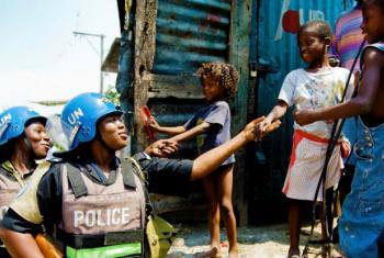 António Guterres disse quetodos os dias as tropas da ONU criam as condições para uma paz duradoura. Foto: ONU/Marco Dormino