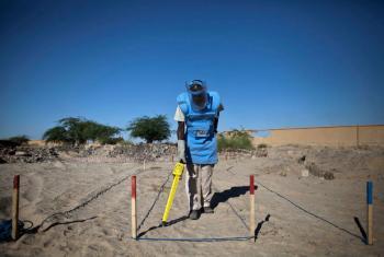 Retirada de minas terrestres em Timbuktu, Mali. Foto: MINUSMA/Marco Dormino