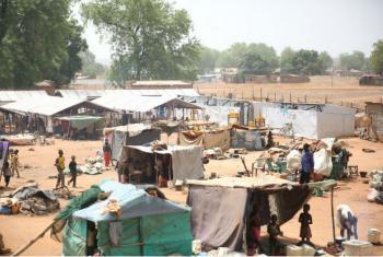 Civis continuam a buscar segurança em diferentes locais em Wau, no Sudão do Sul. Foto: Nektarios Markogiannis/Unmiss