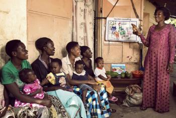Mulheres e crianças no Uganda. Foto: Banco Mundial/Stephan Gladieu