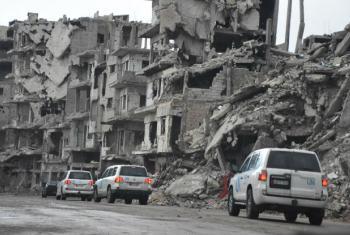 Comboio da ONU passa por prédios destruídos em Homs, na Síria. Foto: Unicef/Ebo (arquivo)