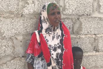 Refugiada somali com seu filho no Iémen. Foto: Acnur/Shabia Mantoo
