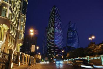 Vista noturna da cidade de Baku, no Azerbaijão. Foto: Ministério do Turismo e Cultura.
