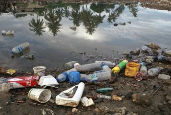 Oceanos recebem 8 milhões de toneladas de plástico por ano. Foto: ONU/Martine Perret