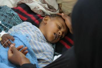 Criança com diarreia severa ou cólera recebe tratamento em hospital no Iêmen. Foto: Unicef/UN065873/Alzekri