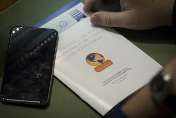 """Panfleto da edição de 2016 do evento """"Muitas Línguas, Um Mundo"""". Foto: ONU/Loey Felipe"""
