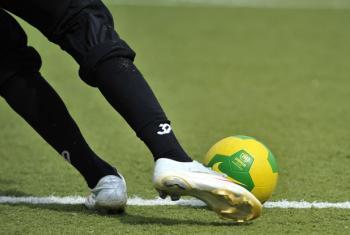 O clube Juventus tem sido parceiro na luta contra o racismo desde 2004. Foto: ONU/Jean-Marc Ferré
