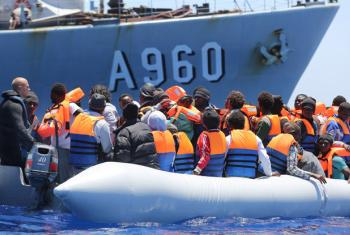 Migrantes são resgatados no Canal da Sicília, na Itália. Foto: OIM/Francesco Malavolta (arquivo)