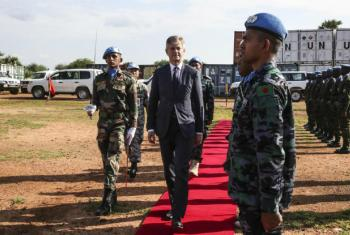 Jean-Pierre Lacroix visitou o local de proteção de civis da ONU em Malakal. Foto: ONU/Isaac Billy