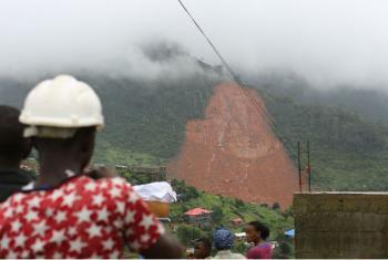 Centenas de pessoas morreram e muitas outras estão desaparecidas após enchentes e deslizamentos de terra atingirem diversas comunidades em Freetown, capital de Serra Leoa. Foto: Unicef.