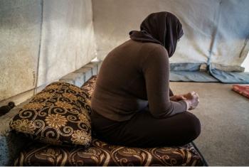 Mulher curda yazidi que foi sequestrada pelo Isil em Sinjar fotografada no campo Mamilyan para deslocados internos em Akre, no Iraque. Foto: Giles Clarke/ Getty Images Reportage