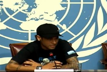 Neymar Jr. fala a jornalistas na sede da ONU em Genebra. Imagem: reproduçao vídeo.