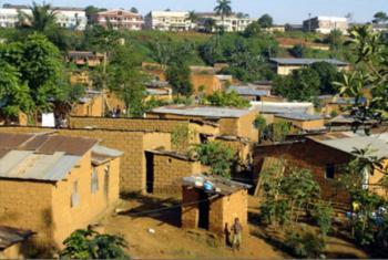 Em 2005, na cidade de Uige, no norte de Angola, a febre causou a morte de mais de 260 pessoas. Foto: OMS/Pierre Formenty