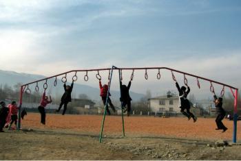 Crianças brincando no Quirguistão. Foto: Ocha/ Eurasia Foundation of Central Asia, T. Jeanneret