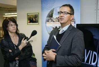 O chefe do arquivo audiovisual da ONU, Antonio Carlos da Silva (dir.) Foto: ONU/JC McIlwaine