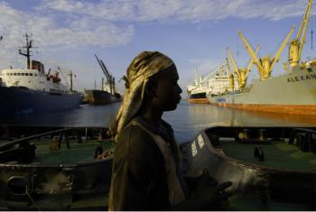 Funcionária de porto em Tema, no Gana. Foto: Jonathan Ernst/Banco Mundial
