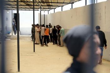 Grupo de refugiados em centro de detenção em Tripoli. Foto: Acnur/Iason Foounten