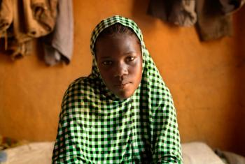 Nafissa, do Niger,foi forçada a casar com 16 anos e engravidou passados três meses. O bebé nasceu sem vida. Foto: Unicef/Marieke van der Velden