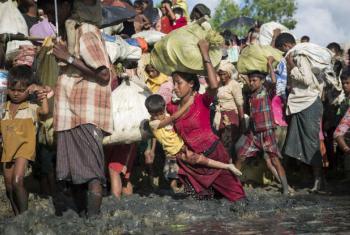 Mais de 600 mil pessoas tiveram que fugir de suas casas em direção ao país vizinho, Bangladesh, para escapar da violência à minoria rohingya. Foto: Acnur/Roger Arnold