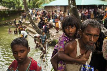 Refugiados rohinga atravessam fronteira para o Bangladesh. Foto: Unicef/Brown