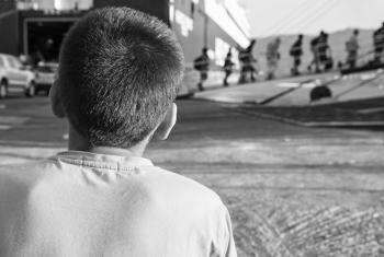Crianças são mais comumente traficadas para exploração sexual forçada, mendicância e trabalho doméstico. Foto: OIM/Amanda Nero