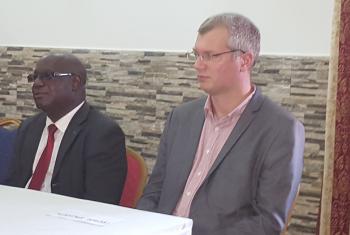 Secretário de Estado do Plano da Guiné-Bissau, José Biai, e o conselheiro da ONU-Habitat, Mathias Spaliviero. Foto: Amatijane Candé.