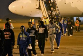 Segundo a OIM, 301 migrantes saíram de centros de detenção da Líbia em dezembro e foram reencaminhados aos seus países de origem. Foto: OIM/Lucas Chandellier