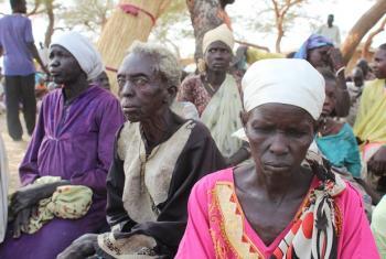 Cidadãs sul-sudanesas aguardam assistência na ONG Sanad em Abu Simsim, Darfur. Foto: Ocha/Sudão.