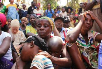 Famílias do Camarão que saem do país pela insegurança. Foto: © UNHCR/Elizabeth Mpimbaza