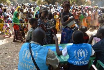 Funcionários do Acnur registram os refugiados da República Centro-Africana. Foto: ACNUR/Aristophane Nagaroune