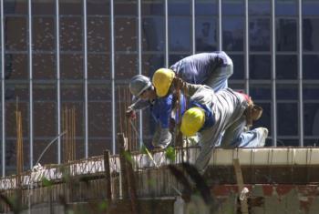 Crescimento sustentável da economia global requer melhoria da qualidade da mão de obra. Foto: Agência Brasil