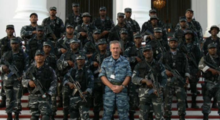 В. Приставкин (в центре). Фото ООН