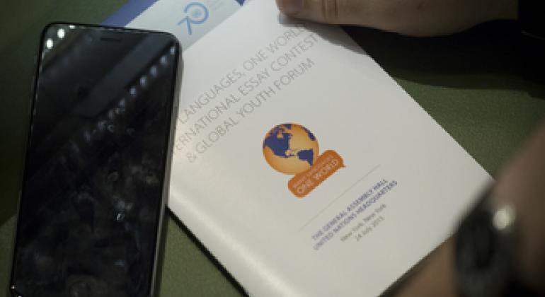 Молодые люди из 128 стран приняли участие в конкурсе эссе «Много языков— один мир». Фото ООН.