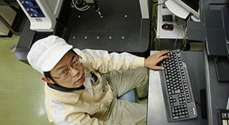 Японец за работой. Фото МОТ