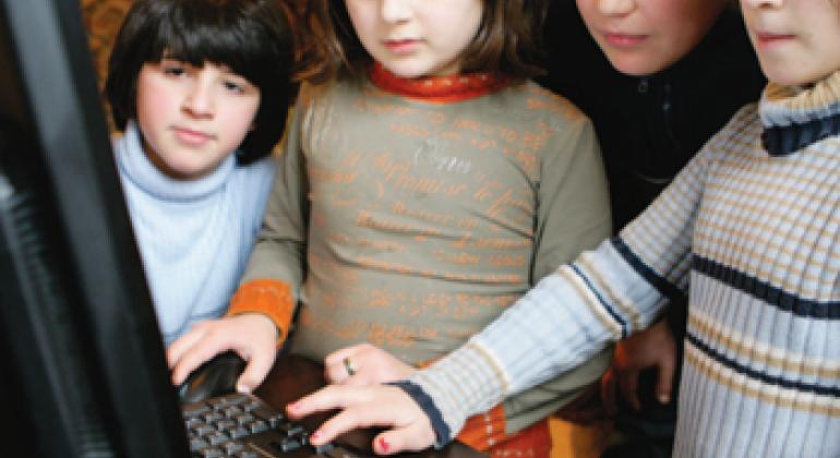 Дети и Интернет. Фото ЮНИСЕФ