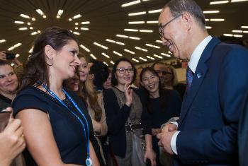 Представительницы ЛГБТ-сообщества и Пан Ги Мун. Фото ООН
