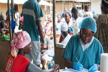 Мобильный госпиталь для больных Эболой в Либерии. Фото ООН
