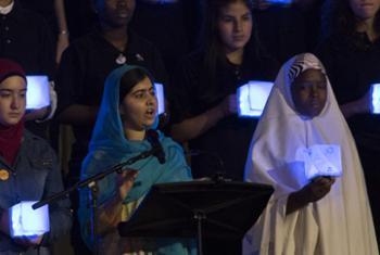 Малала Юсуфзай c молодёжью в ГА ООН. Фото ООН