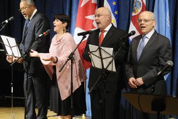 Послы ООН поют за мир. Фото ООН