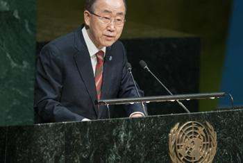 Пан Ги Мун выступает на заседании Генассамблеи 15 января 2015 г. Фото ООН
