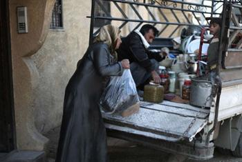 Спасающиеся от артобстрелов деревенские жители в Сирии. Фото ЮНИСЕФ