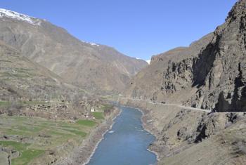 Горная река в Таджикистане. Фото ООН