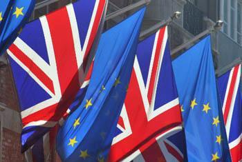 Флаги Великобритании и ЕС. Фото ООН