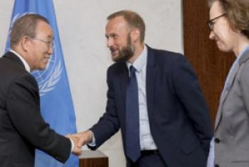 Генеральный секретарь встречается с учредителями Музея ООН, август 2016 г. Фото ООН