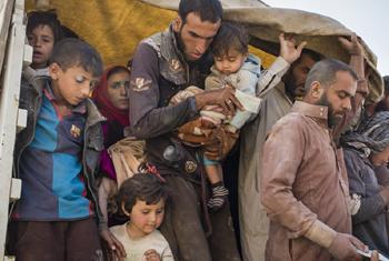 Мирные жители покидают окрестности Мосула. Фото УВКБ