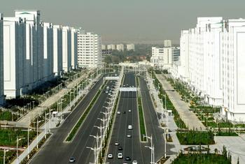 Автомобильная магистраль в Туркменистане. Фото предоставлено Постоянным представительством Туркменистана при ООН