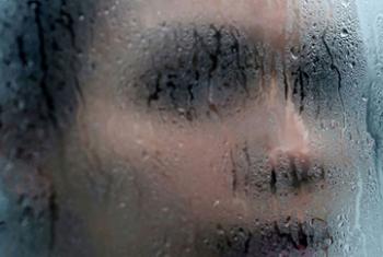 Насилие против женщин - это нарушение прав человека Фото Белинды Мейсон
